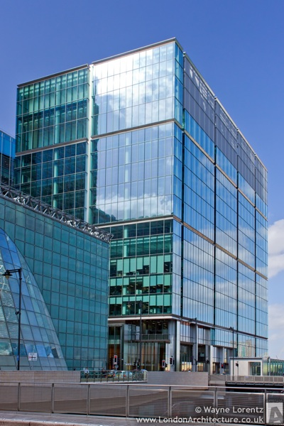Photo of 15 Canada Square in London, England
