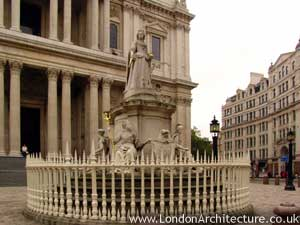 Photo of Queen Anne Statue in London, England